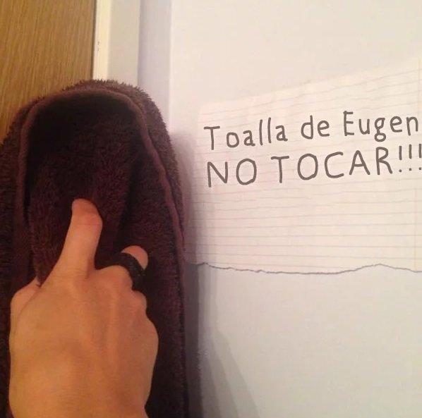 Esse desafiou as regras e tocou a toalha na porta