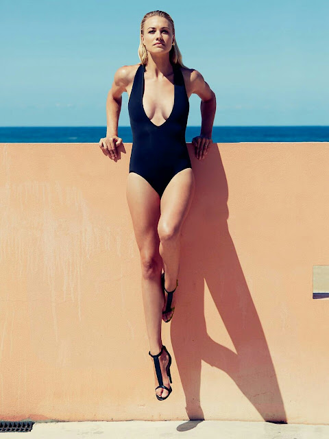 Yvonne Strahovski Sexy Legs
