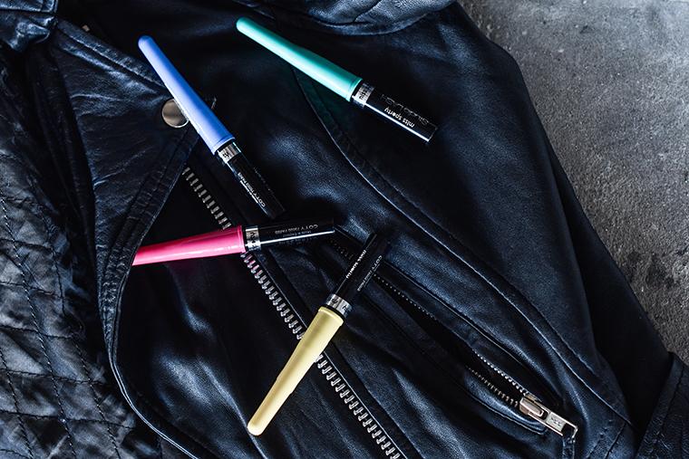 d04a270b6bad Líčení použito na první look  Barevné tekuté linky Miss Sporty - modré