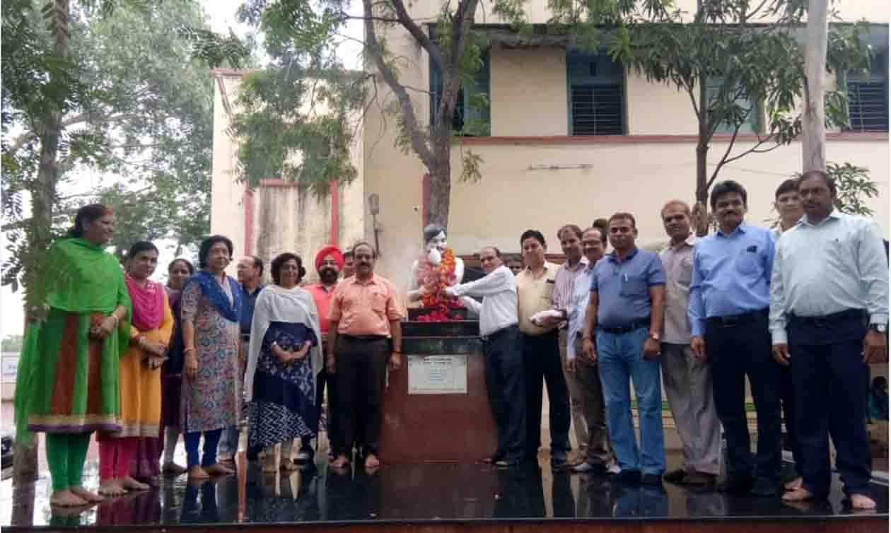 शहीद चन्द्रशेखर आजाद की 112वी जयंती पर विभिन्न संगठनो ने पुष्पांजलि अर्पित की -112th shaid chandra shekhar azad jyanti 2018