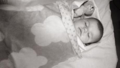 Βρέφος 5 μηνών μπλέχτηκε στην κουβέρτα του και πέθανε