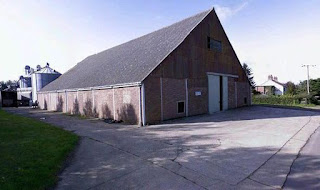 Barn built by Dutch farmers in Norfolk (from Daily Express article)