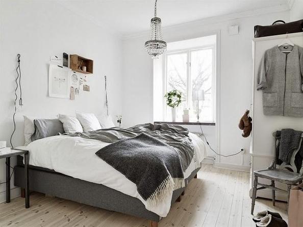 большая и светлая спальня