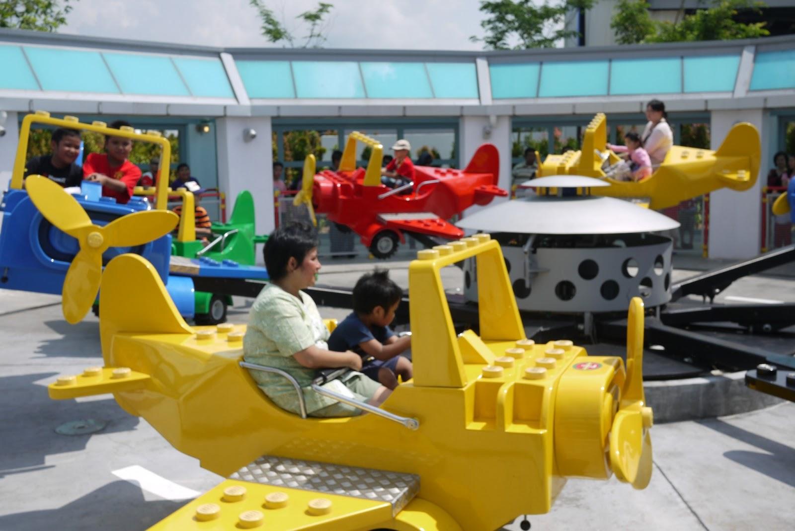 Jalan-jalan ke Sentosa Singapore dan Legoland Malaysia