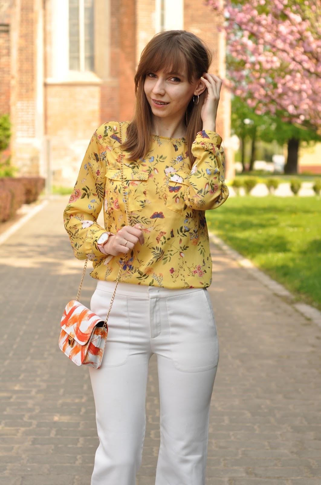 Żółta koszula w kwiaty