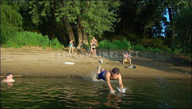 Mimpi Berenang di Sungai