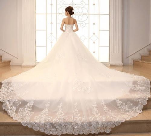 gaun pengantin putih modern belakang