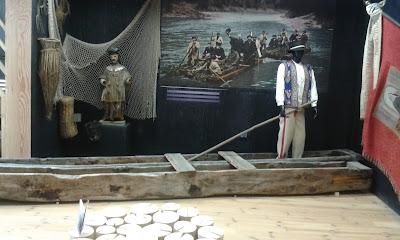 łodzie i flisak ze spływu Dunajcem