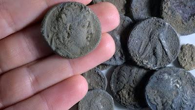 Investigadores descubrieron monedas y una construcción antigua de la época de los Macabeos en una excavación realizada en la localidad de Modi'in. En el sitio también encontraron evidencias que apuntan a la participación de los habitantes en la primera revuelta de los macabeos.