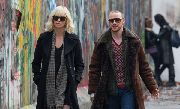 Lorraine (Charlize Theron) and David Percival (James McAvoy) in a scene from ATOMIC BLONDE (2017)
