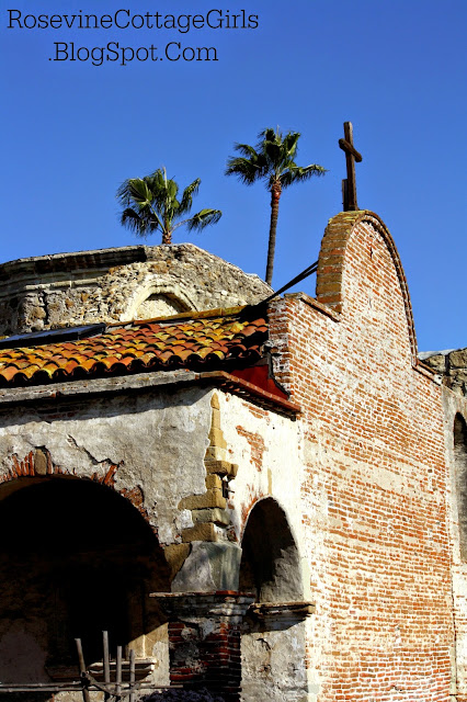 Photo of the wall of the San Juan Capistrano Mission made of brick and plaster with plaster chipping away.