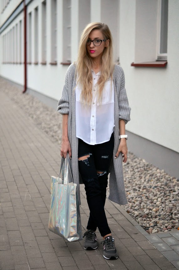 GRAY LONG CARDIGAN, HOLOGRAPHIC BAG & GRAY NEW BALANCE SNEAKERS