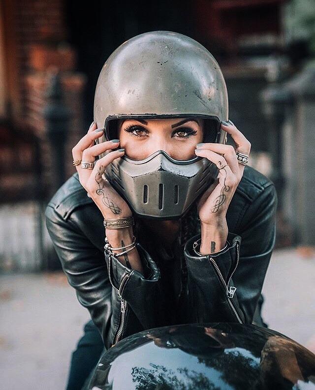 helmetgirl8negro.jpg