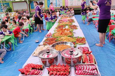 Chuẩn bị bước vào bữa tiệc buffet.