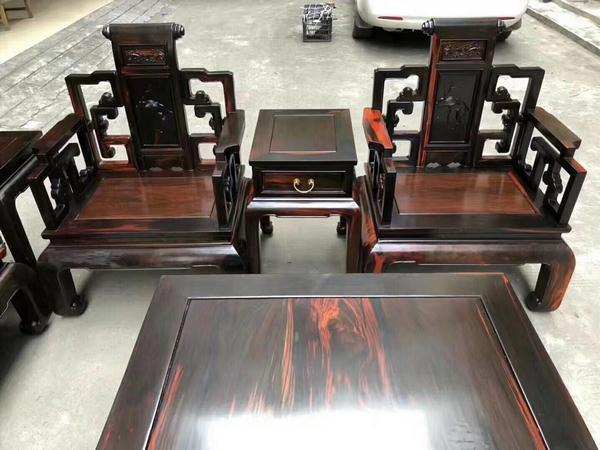 Gía bộ bàn ghế gỗ trắc có thể lên tới hàng tỷ đồng