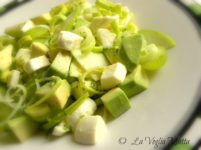 insalata verdissima con avocado mela verde porro e mozzarella