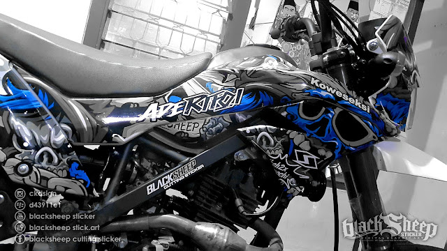 Kawasaki Dtracker 150 new zombie cutting sticker (dark blue)