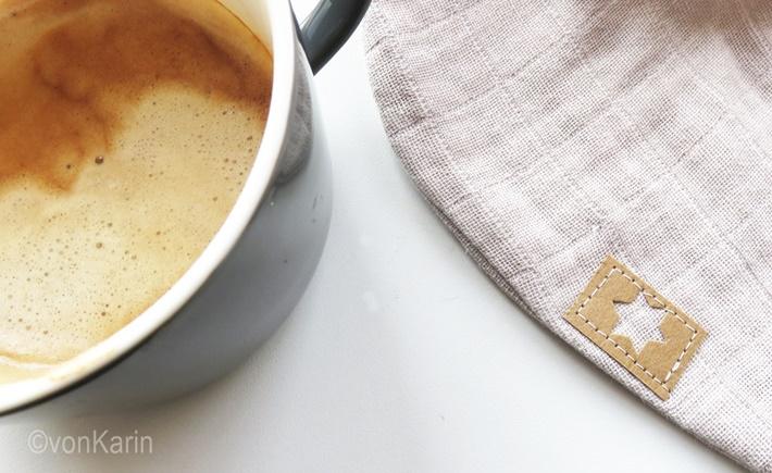 Ausschnitt Snappap Etikett und Kaffeetasse