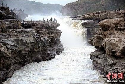 น้ำตกหูโข่ว (Hukou Waterfalls)