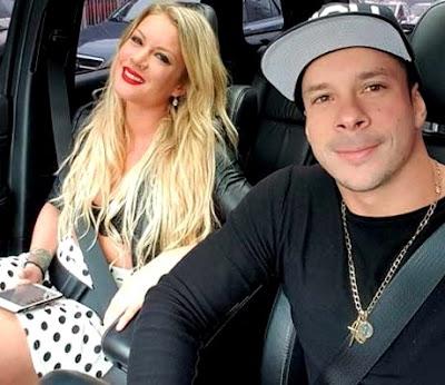 Foto de Mario Hart y Leslie Shaw dentro de su auto