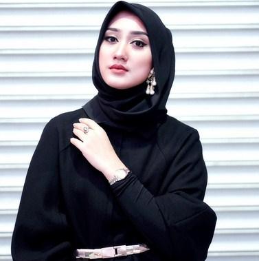 Jilbab Dian Pelangi Hijup