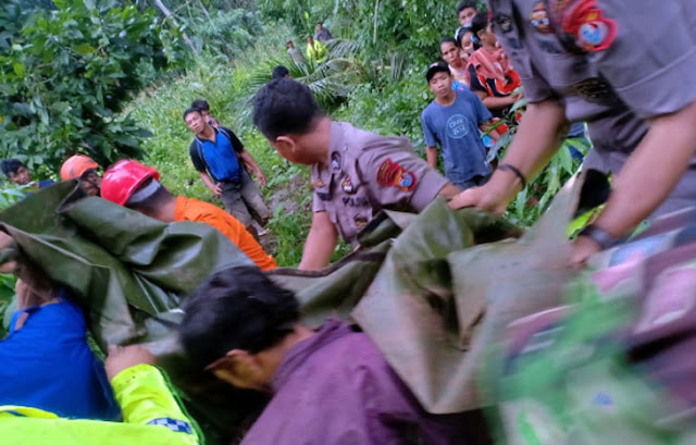 Bikin Merinding, Foto-foto Evakuasi Korban Banjir dan Tanah Longsor di Bungaya Gowa