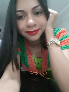 Rejane Santos modelando e selfie