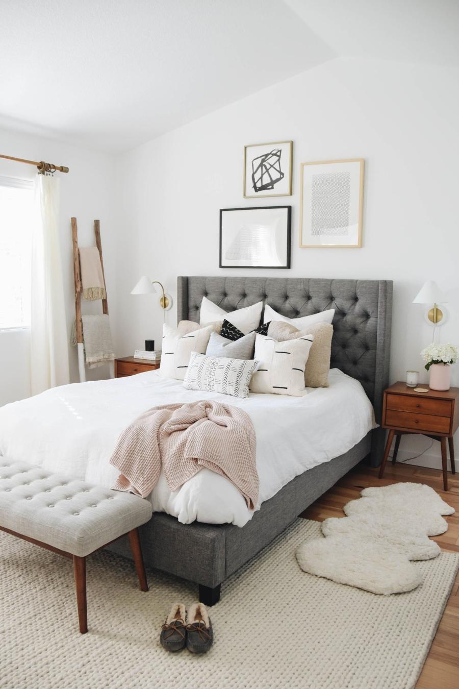 Proste i przytulne wnętrze w bieli, wystrój wnętrz, wnętrza, urządzanie domu, dekoracje wnętrz, aranżacja wnętrz, inspiracje wnętrz,interior design , dom i wnętrze, aranżacja mieszkania, modne wnętrza, białe wnętrza, wnętrza w bieli, styl skandynawski, minimalizm, naturalne dodatki, jasne wnętrza, sypialnia, bedroom, łóżko z zagłówkiem,