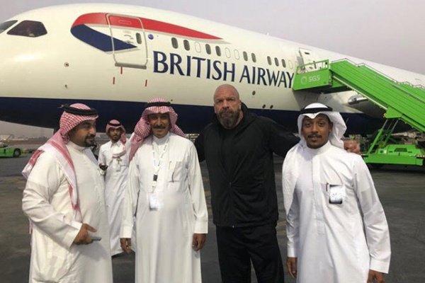 """طائرة نجوم WWE تصل  إلى جدة والاستعداد لإطلاق """"رويال رامبل"""" تاريخي"""