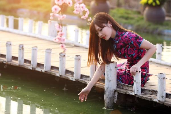 Ngắm Ảnh Hot Girl Lung Linh Bên Hoa Đào