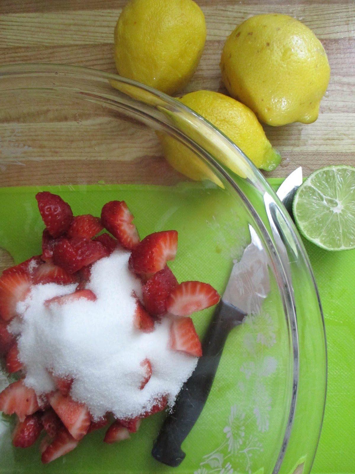 how to make fresh strawberry lemonade