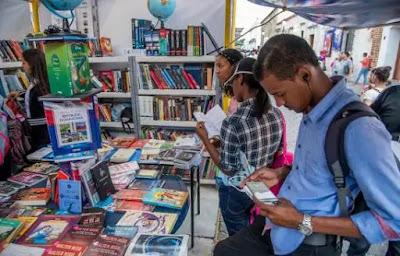 la Feria Internacional del Libro 2019 se desarrolla en un ambiente bien movido