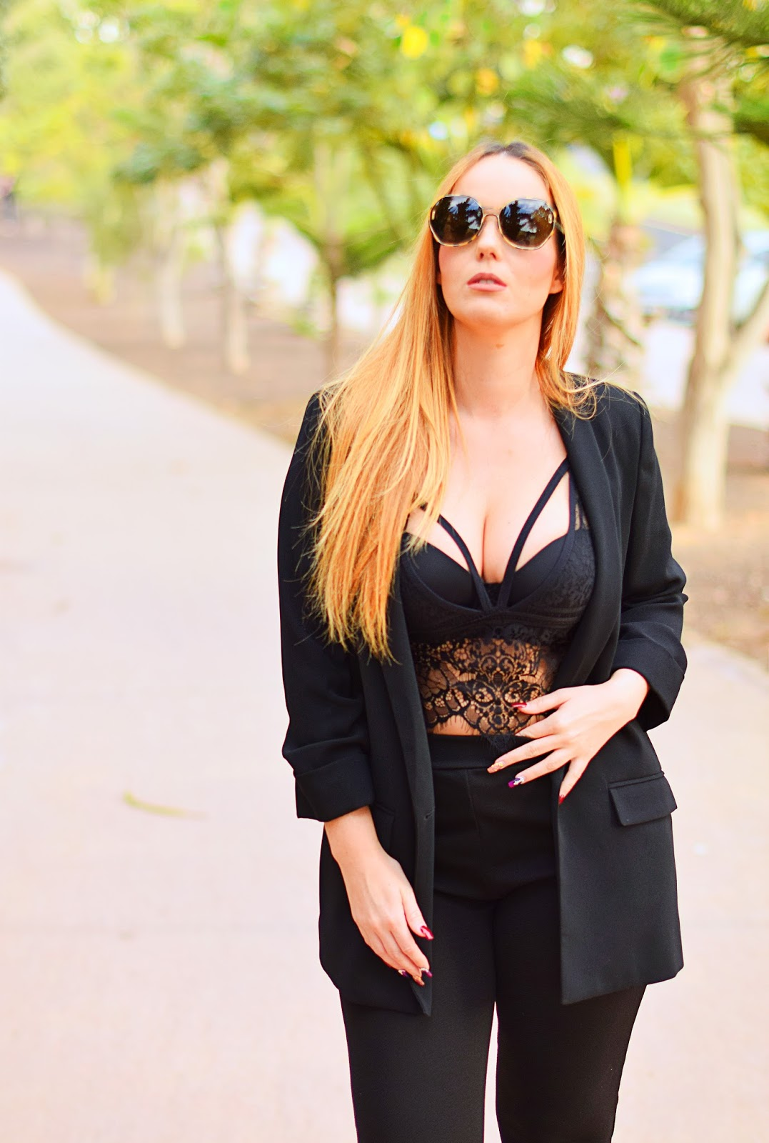 Blazer, blanco lace bra, opticalh, print leopard, carolina boix, lace up shoes, total black look