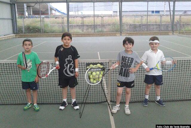 Alumnos del curso de verano del club Ibarreta