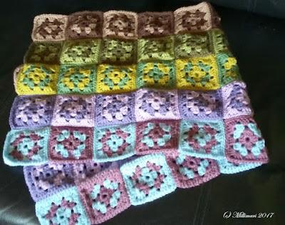 Isoäidin neliöitä Granny squares