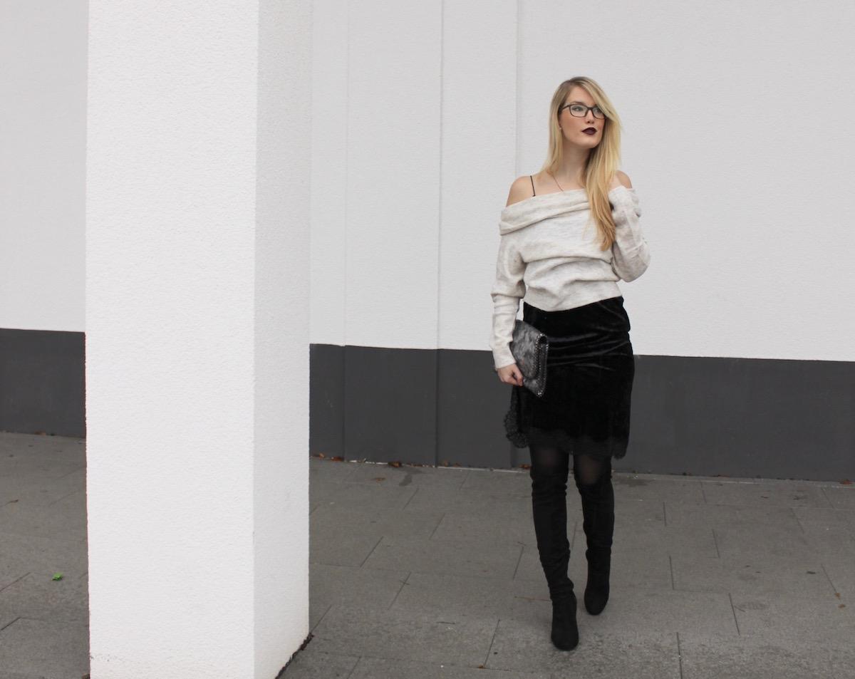 Fashion Blog Outfit Stuttgart Samtkleid Overknees Offshoulder Strick
