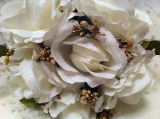 gelin buketi krem gül dore tomurcuk çiçek