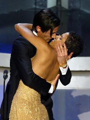 El beso de Adrien Brody y Halle Berry
