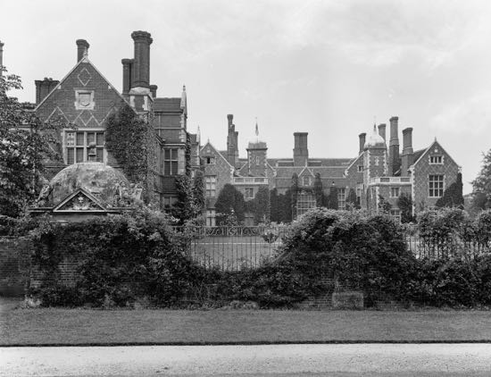 North Mymms House, the 1900s extension on the left Image from A Nott / G Knott, part of the Images of North Mymms Collection