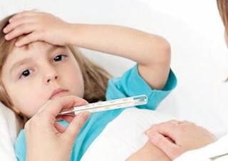 10 خطوات لمعاملة الطفل العليل .. تابعوا معنا السطور الآتية