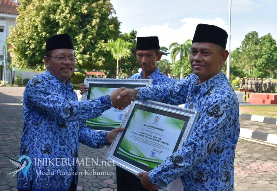Dinas Dukcapil dan Dinas PMPTSP Kebumen Raih Penghargaan Pelayanan Publik Terbaik