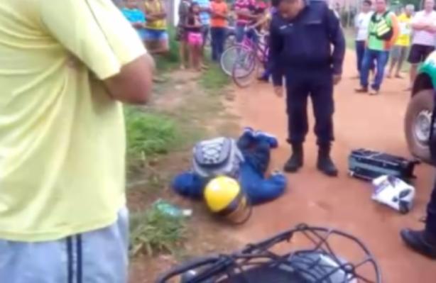 Moto táxi é baleado e passageiro é executado a tiros  Itapuã do Oesteem emboscada