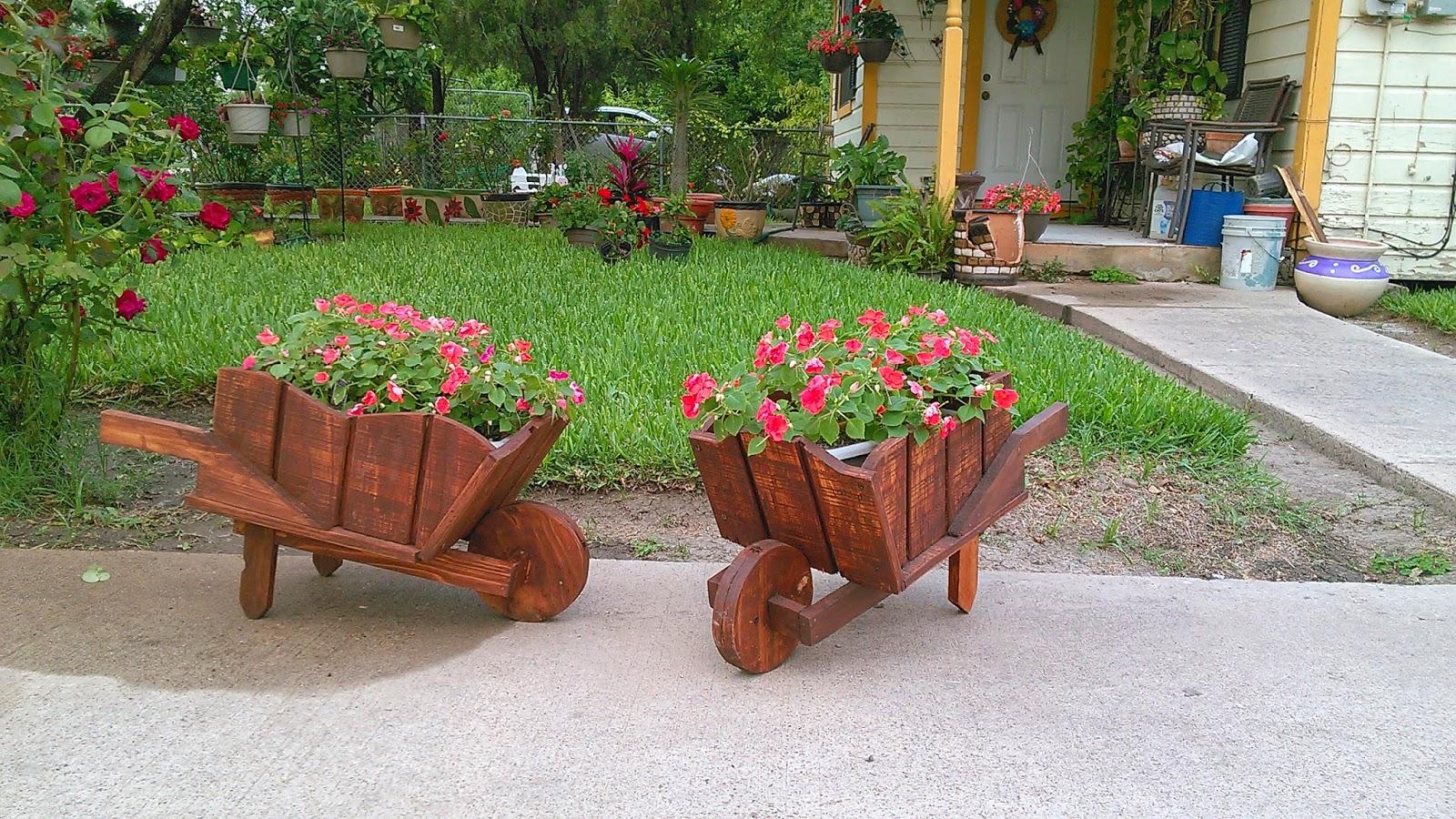 Por amor a cristo manualidades y mas carretillas r sticas - Maderas para jardin ...