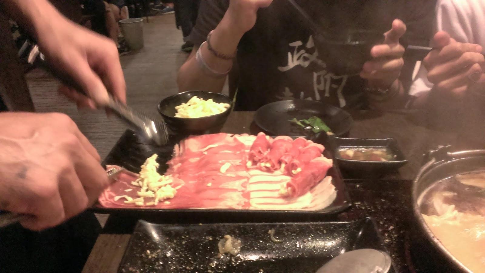 2014 11 09%2B17.50.36 - [食記] 潮肉壽喜燒 - 平價多樣的壽喜燒吃到飽