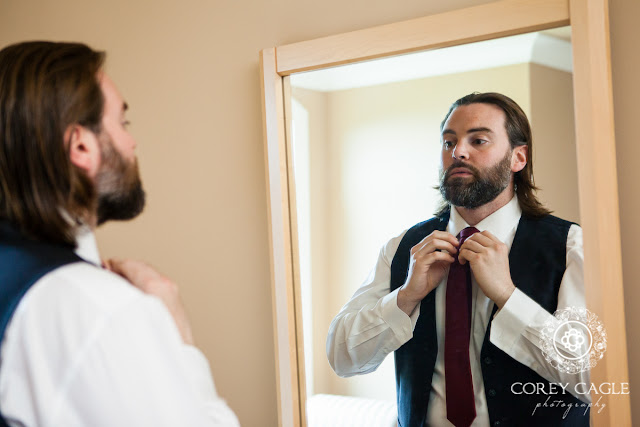groom knotting tie | Corey Cagle Photography