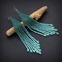 Купить стильную бижутерию ручной работы. Длинные вечерние серьги из бисера. Темно-бирюзовые сережки.
