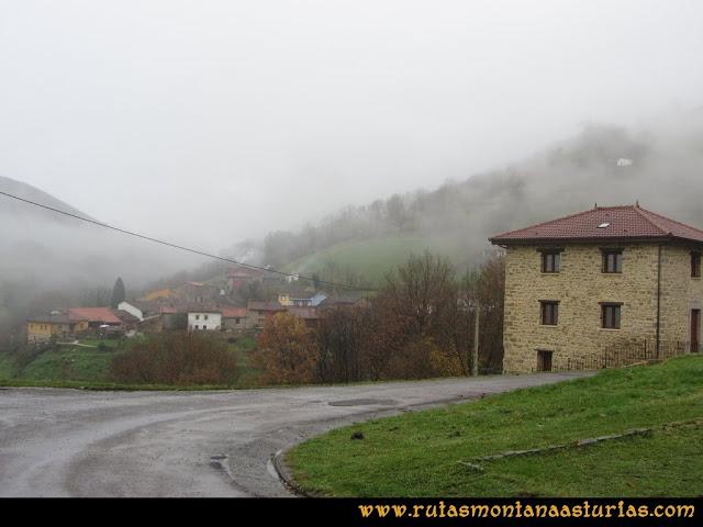 Ruta de las Xanas y Senda de Valdolayés: De la Iglesia de San Antonio de Padua a Pedroveya
