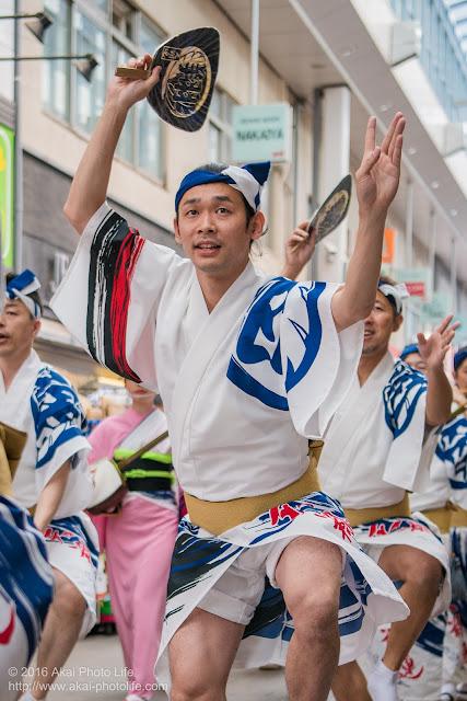 天翔連、高円寺パル商店街での流し踊り、男踊りの写真 4