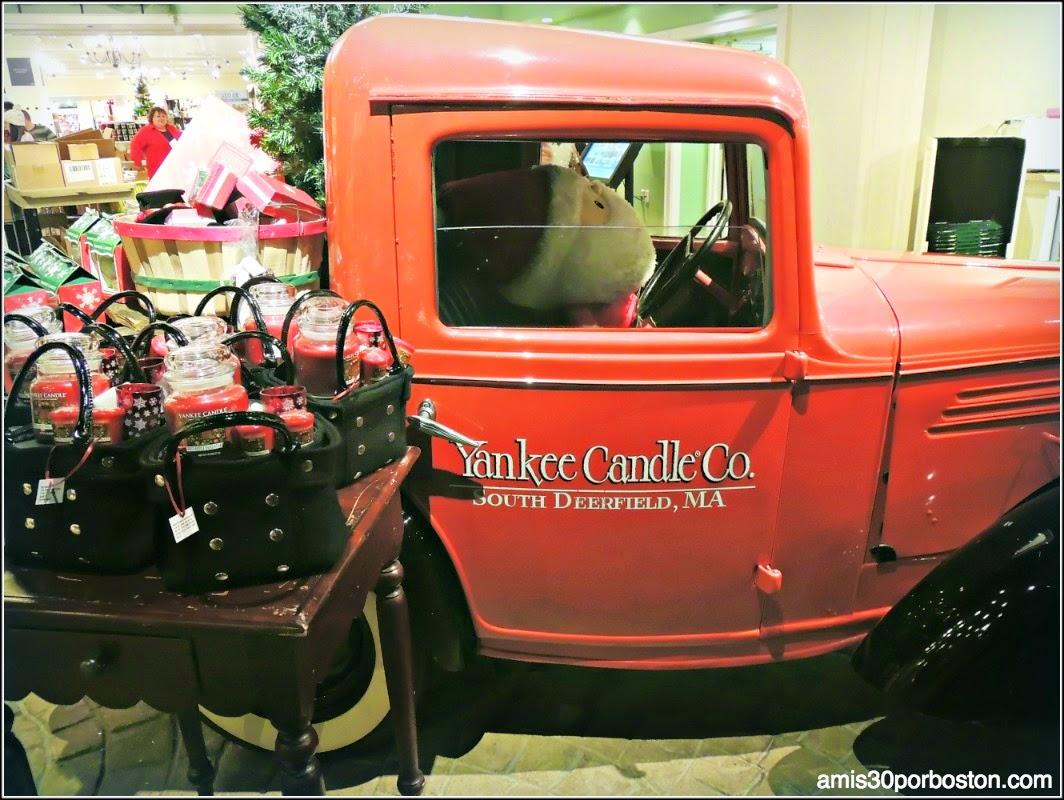 Yankee Candle Village: New England Market
