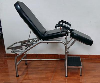 camilla ginecologica tres cuerpos soportes piernas acero tapiz negro espuma escalinata peldaño